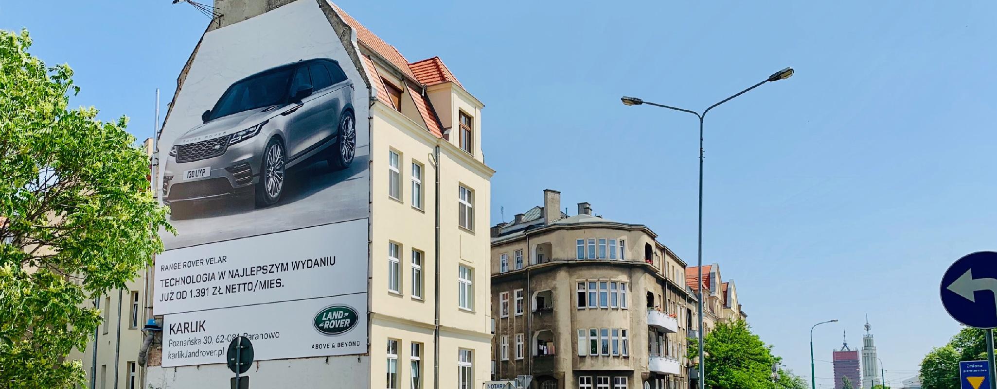 Oświetlona powierzchnia reklamowa Zeylanda Karlik