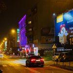 Nocne ujęcie Dolna Wilda Poznań reklama amazon