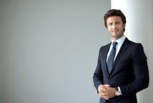 Zdjęcia biznesowe - mężczyzna w garniturze