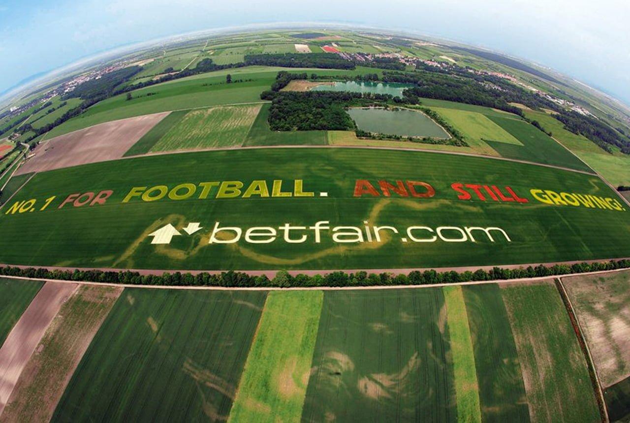 Reklama na boisku piłkarskim
