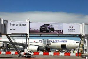 Reklama wielkoformatowa na lotnisku