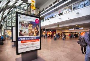 Wynajem powierzchni reklamowych na dworcu w Poznaniu