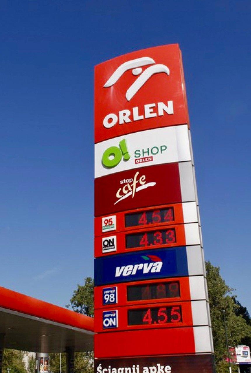 Pylon reklamowy dla stacji benzynowej