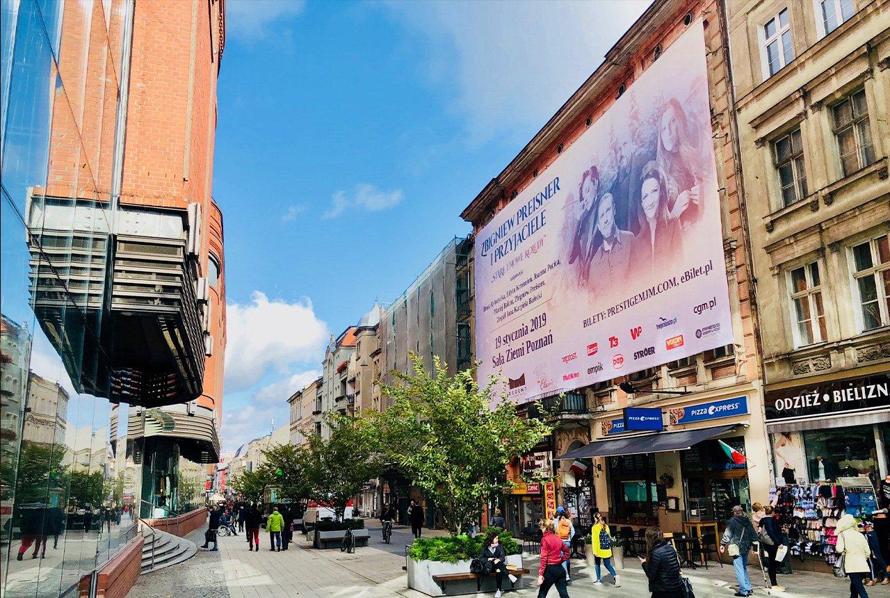Reklama wielkoformatowa na ul. Półwiejskiej