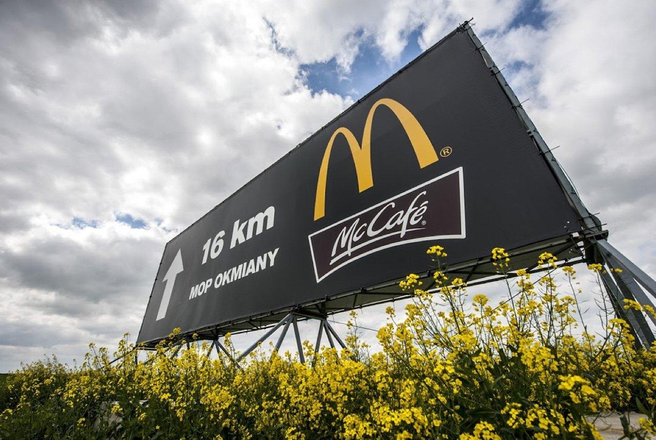 Wynajem reklam przy autostradzie