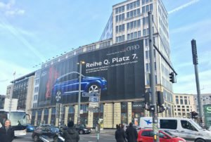 Reklama ścienna Audi w centrum