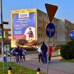 Reklama na ścianie budynku